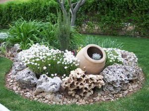 Entzuckend Wenn Der Garten Einen Brunnen Hat, Kann Man Manche Modelle Aus  Verschiedenen Stoffen In Fachgeschäften
